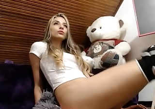 Girl squirting her pussy live