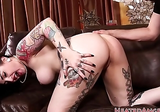 Tattooed punk babe spitroasted anally