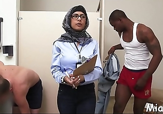 2 schlongs get stroked by arab babe